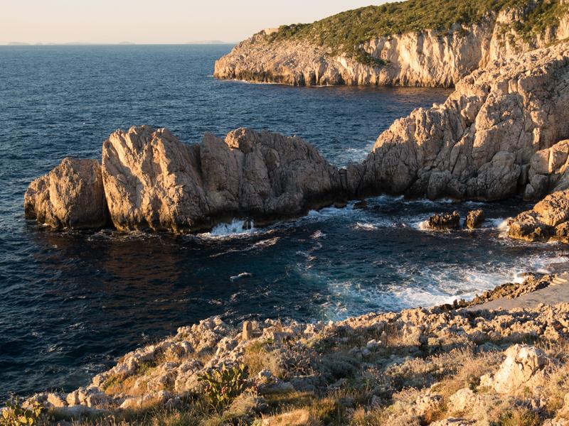Faro di Punta Carena scogli