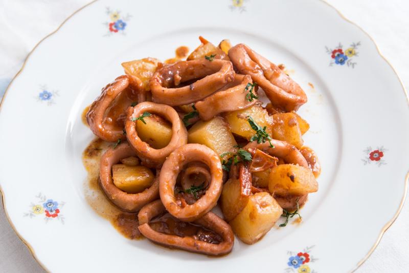 Totani e patate, terra e mare a tavola