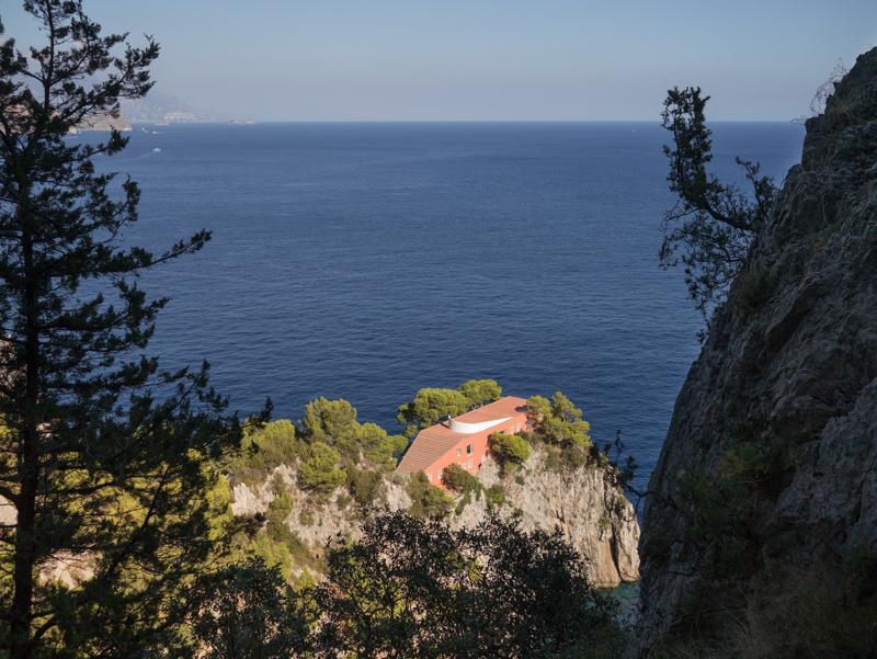 L'Arco Naturale a Capri, sentiero con Villa Malaparte