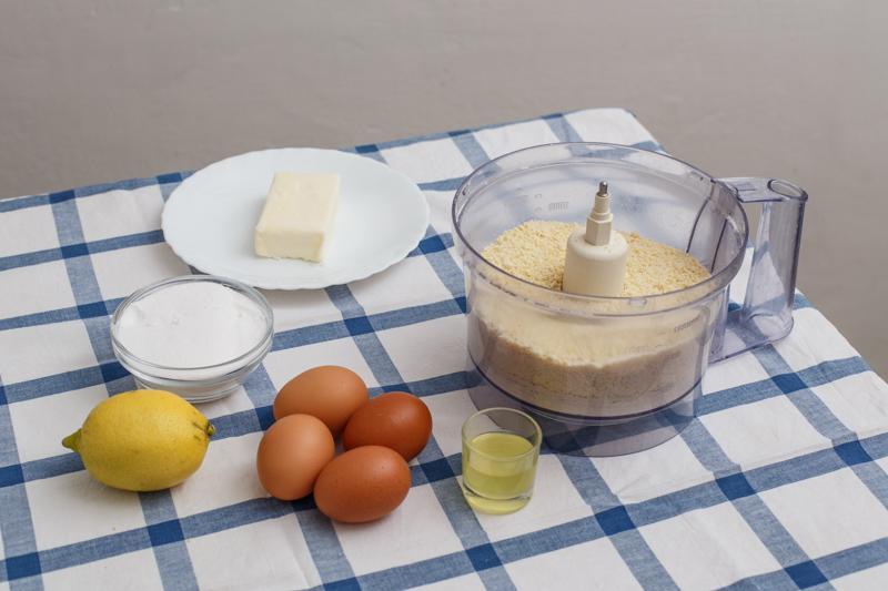 Un viaggio del gusto: la torta caprese bianca al limone