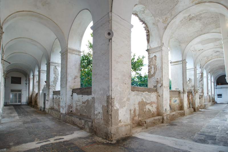 colonnato e chiostro di Santa Teresa