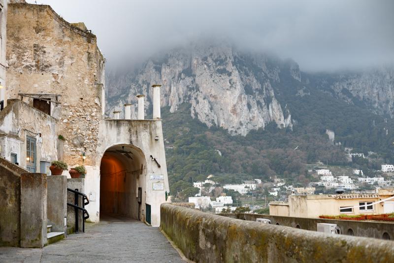Un tuffo nel Medioevo a Capri: alla scoperta di Santa Teresa