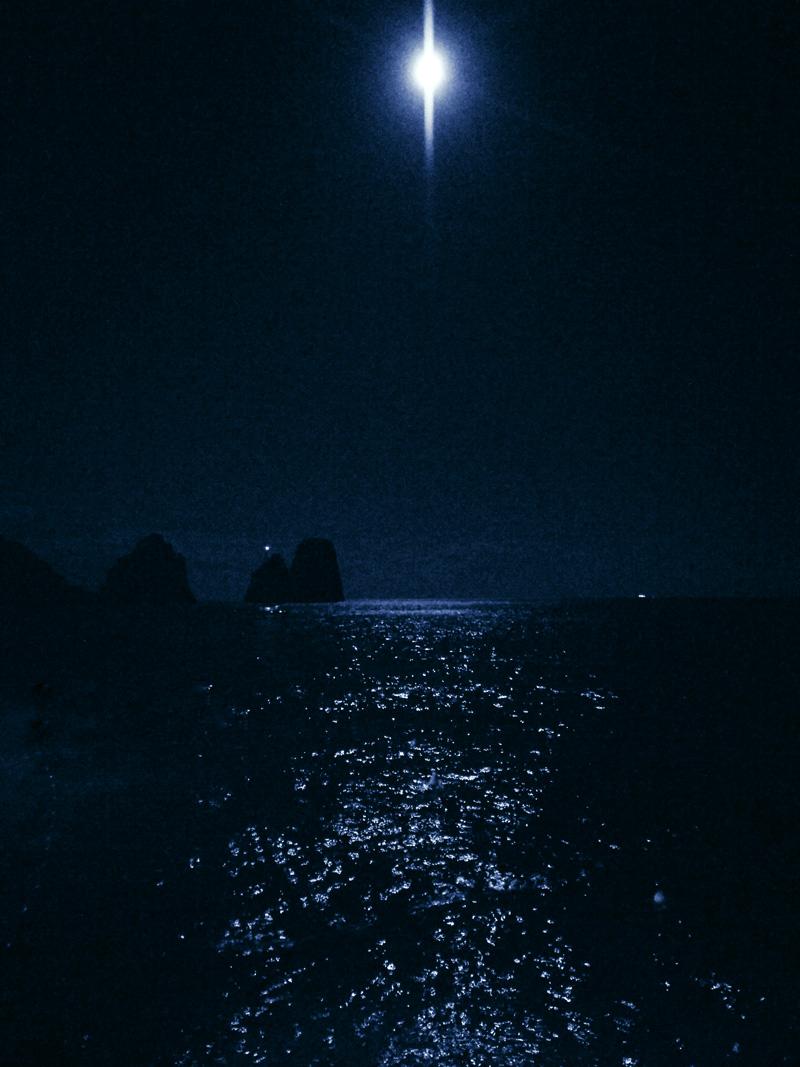 passeggiate a capri al chiaro di luna faraglioni mare marina piccola notte