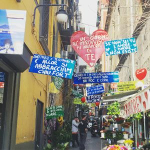 Quartieri Spagnoli Cosa Vedere E Dove Mangiare Ai Quartieri