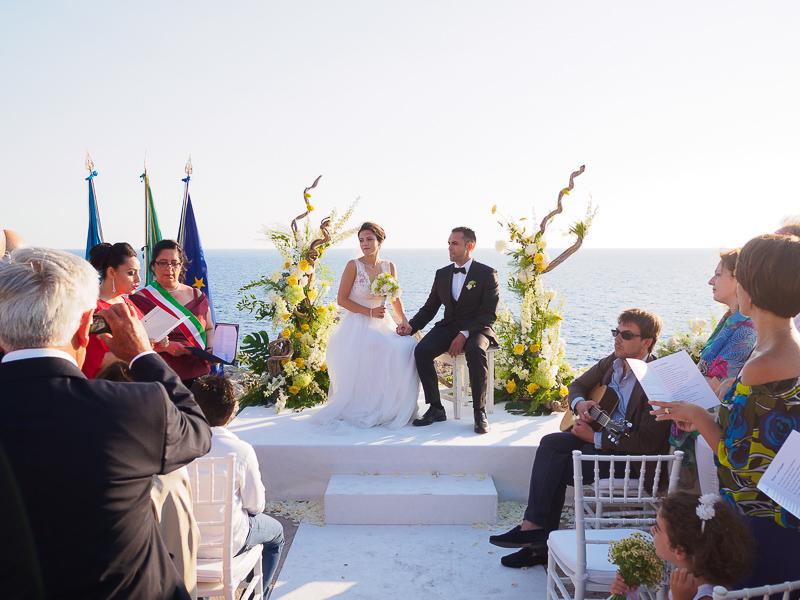 Sposarsi al Faro di Punta Carena vicino al fortino