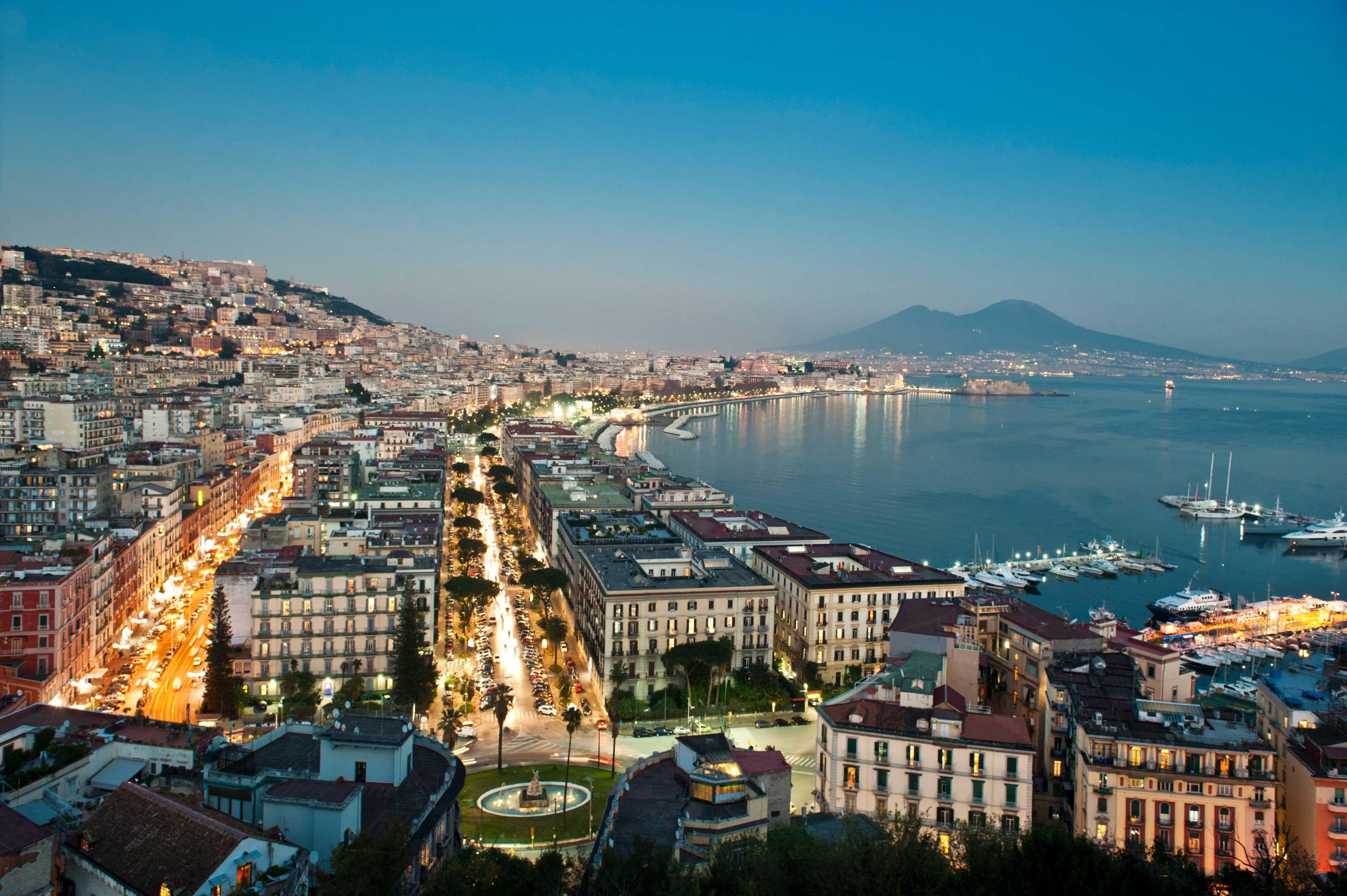 Luxury Car Rental in Naples