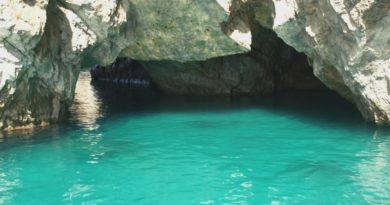 La Grotta Verde a Capri: un tuffo nel colore della speranza