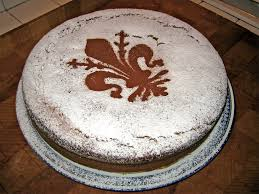 torta fiorentina tipica con uno strato di zucchero a velo