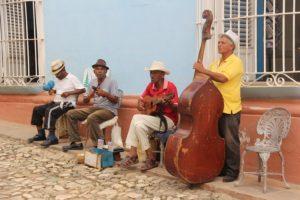 Tipico gruppo di musicisti per le strade dell'Avana