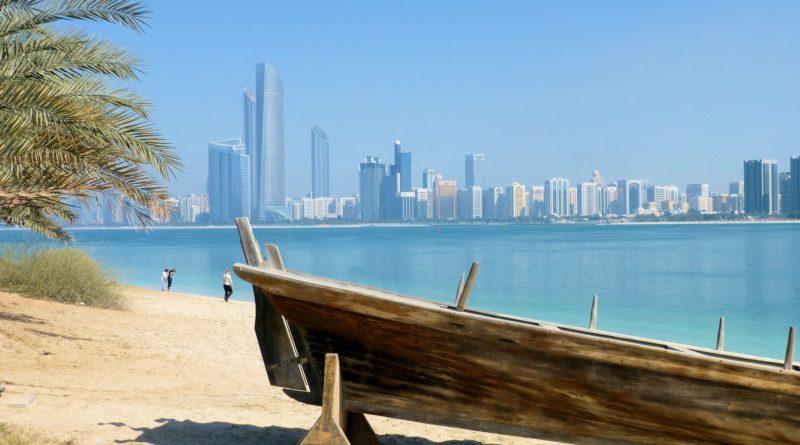 Dubai vista da una delle sue spiagge