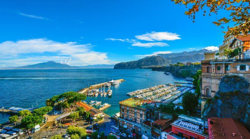 Vista verso il mare dalla costiera Sorrentina