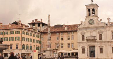 Piazza Matteotti e la Chiesa di San Giacomo