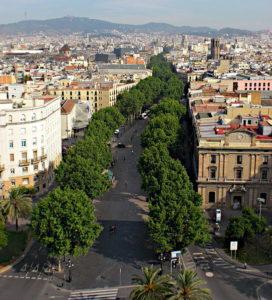 Vista dall'alto della Rambla strada principale di Barcellona