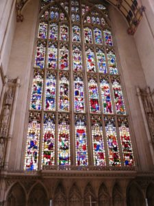Interno della gotica abbazia di Bath