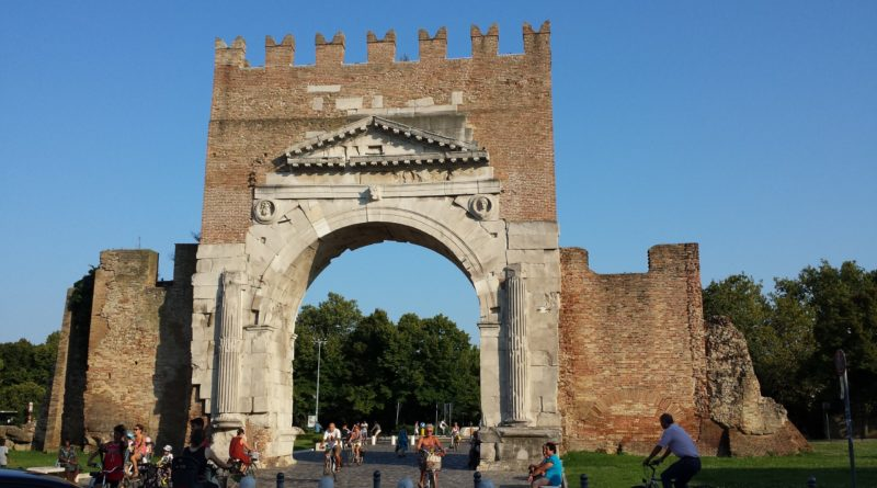 Porta Augusto nel centro storico di Rimini