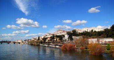 Coimbra vista dal fiume Mondego