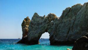 La famosa roccia della spiaggia di Lalaruia
