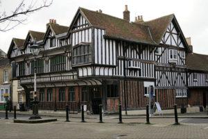 Esterno del Tudor hause nel centro storico della città