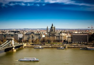 Budapest vista da un lato del fiume Danubio