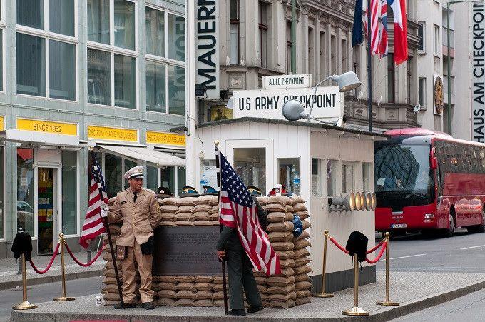 Checkpoint Charlie monumenti di Berlino