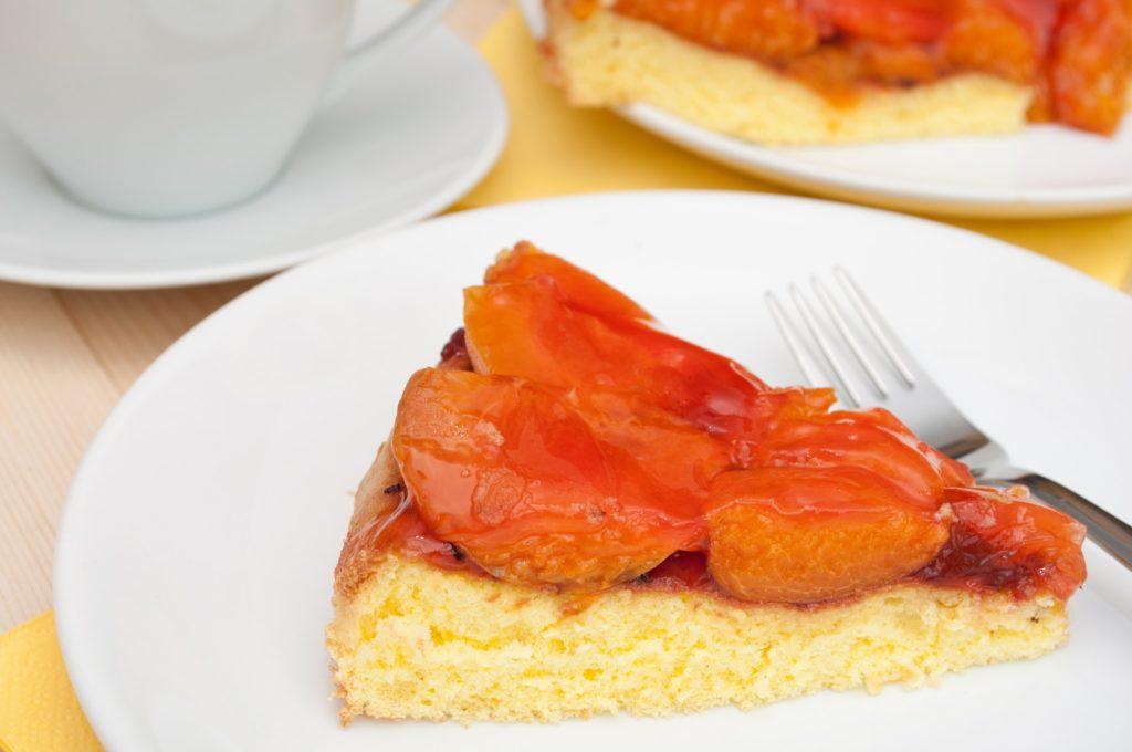 Torta di albicocche fresche o sciroppate